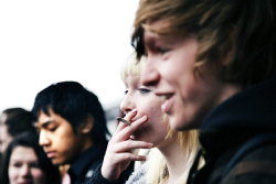 Jongeren met een sigaret