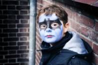 Foto van een jongen met schmink