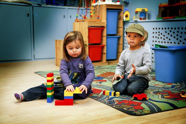Foto van spelende kinderen op de opvang