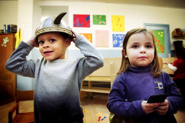 Foto: Twee peuters op school