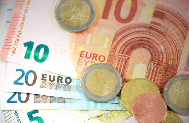 Eurobankbiljetten en een paar munten