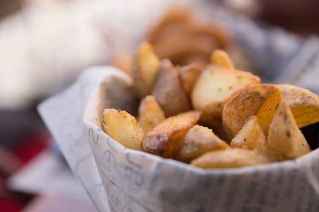 Foto van gefrituurde aardappelpartjes