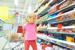 Foto van een meisje in de supermarkt