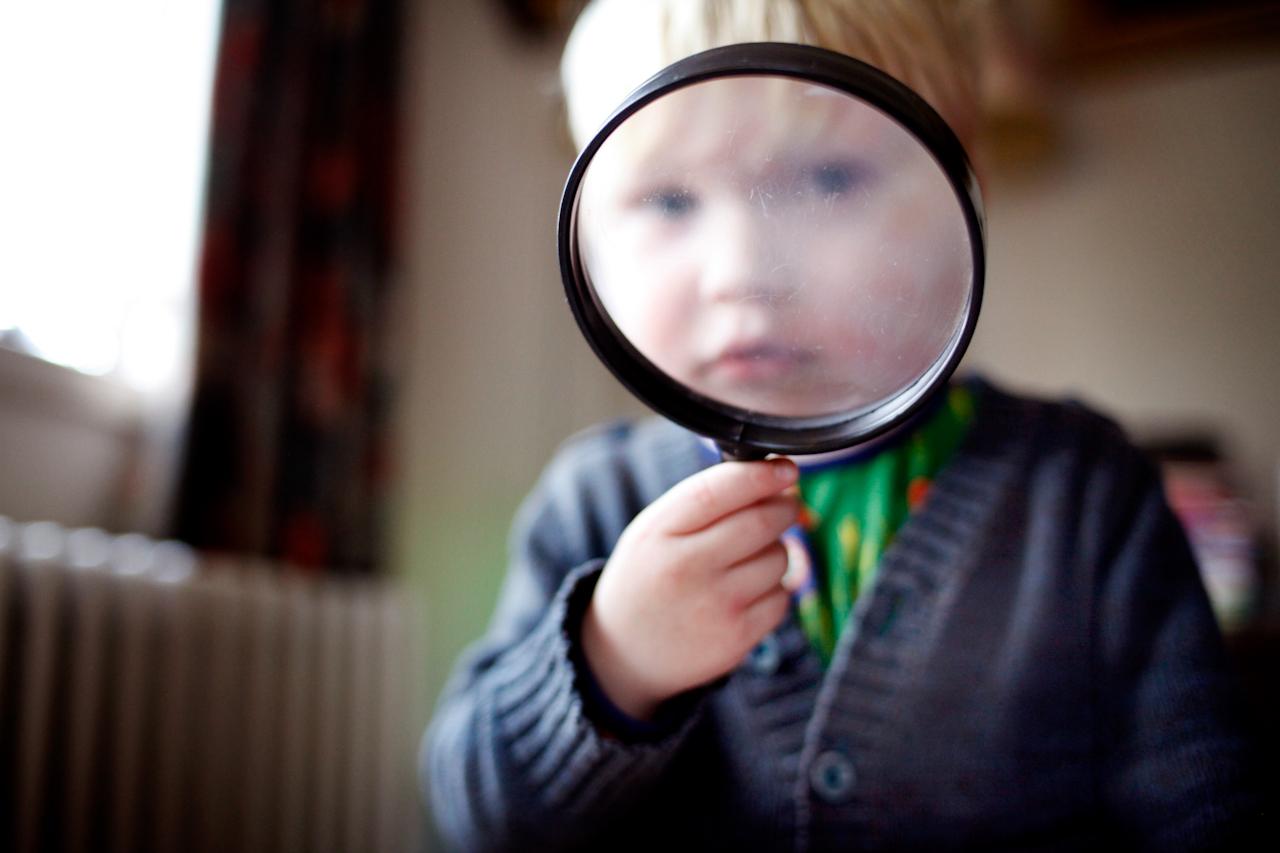 Kind met vergrootglas