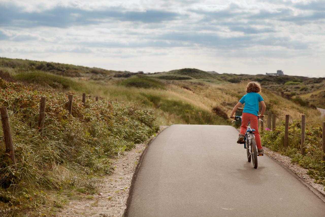 Jongen op een fiets