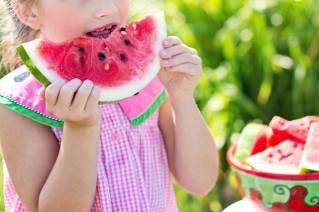 https://informatieservice.info/media/watermelon-summer-little-girl-eating-watermelon-food(1).jpg